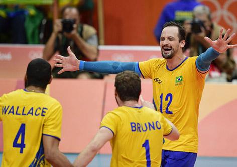 Brasil vence Itália e conquista terceiro ouro olímpico no vôlei masculino