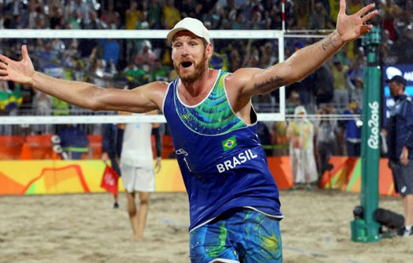 Alison e Bruno Schmidt vencem italianos e conquistam quinto ouro para o Brasil