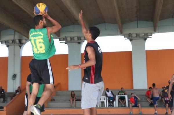 Triangular final do basquete neste domingo em SJB