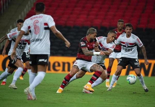 Flamengo enfrenta São Paulo em busca de título do Brasileiro