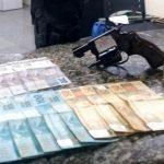 Homem preso com revólver e munições em SJB