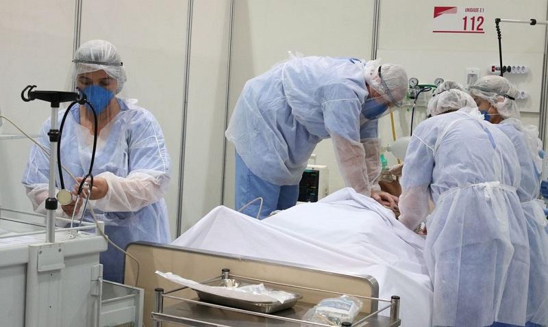 Covid-19: mortes caem 27% e casos, 25%, em uma semana no Brasil