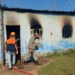 Casa pega fogo e incêndio mobiliza Corpo de Bombeiros em SJB