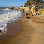 Dez casas são atingidas pela ressaca do mar em Atafona