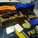 Dois presos pela PRF com drogas e kits de adaptação de pistola para submetralhadora em Campos