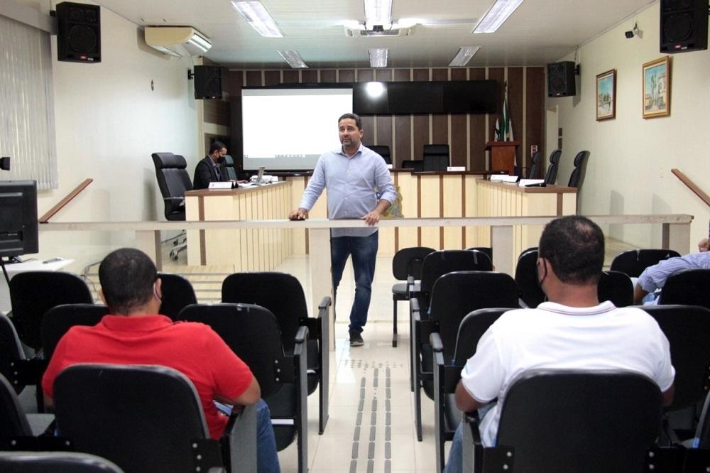 Servidores participam de curso na Escola Legislativa de SJB