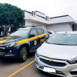 PRF apreende carro com apropriação indébita em Campos