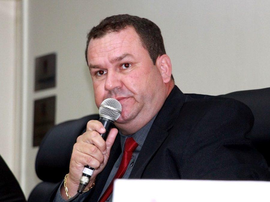 Vereador Alan solicita mudança de horário na linha de ônibus para Campos