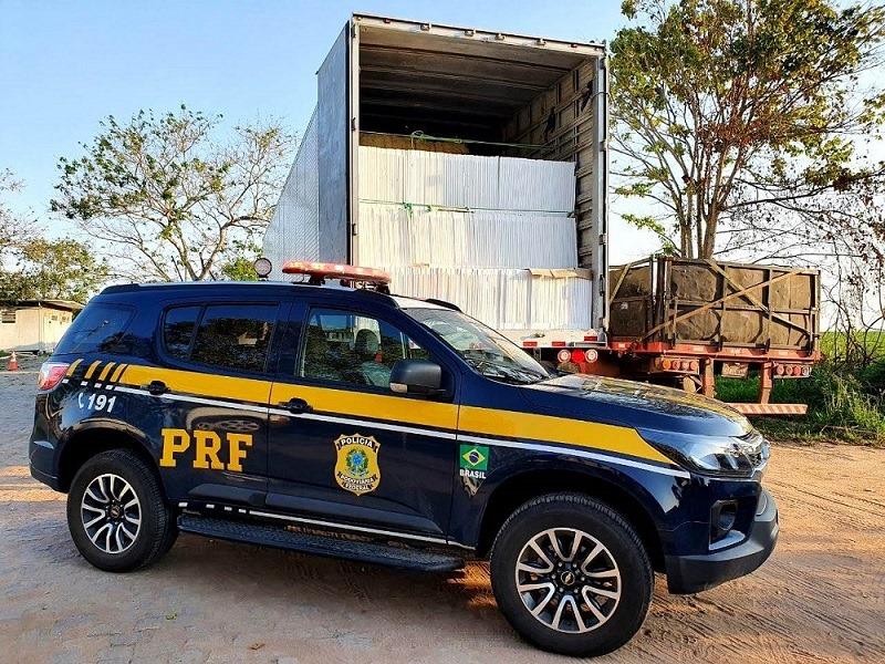 Homem é detido pela PRF por fraude fiscal e uso de documento falso em Campos