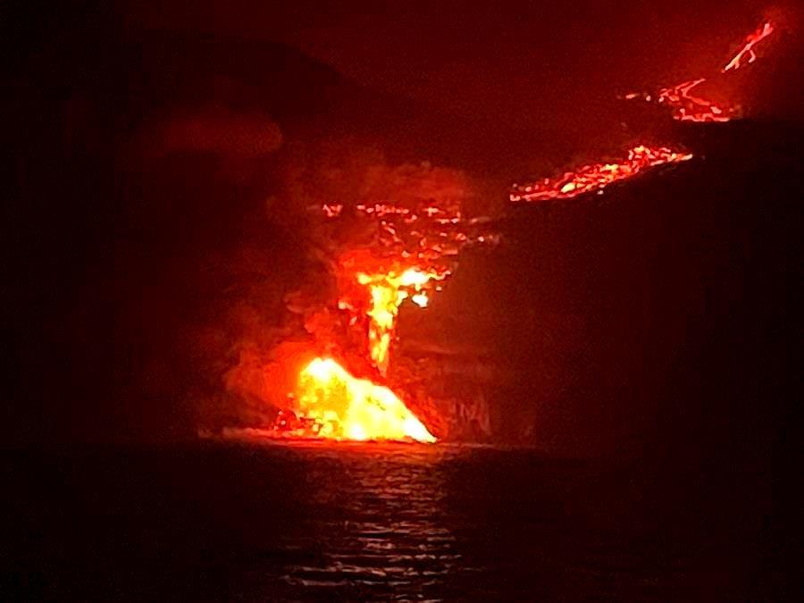 Vídeo – Lava de vulcão Cumbre Vieja chega ao oceano