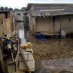 Vídeos - Seis casas são atingidas pelo avanço do mar em Atafona