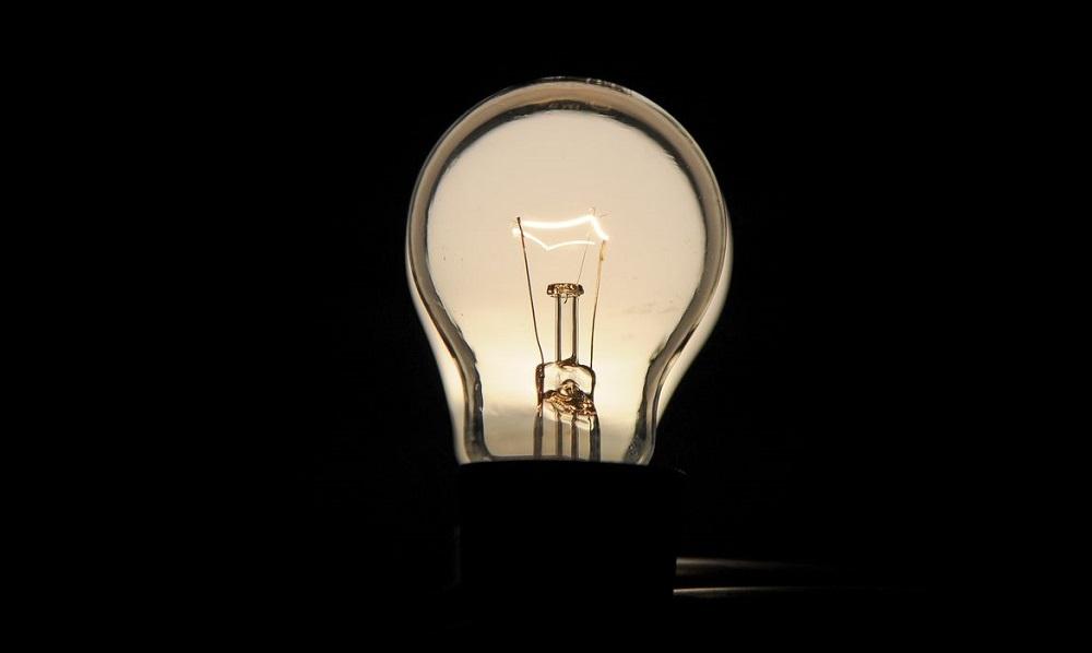 Enel vai parcelar conta de energia para famílias de baixa renda